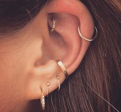 Ear piercing ideas for pierced ears. Double piercings and unique . Ear piercing ideas for pierced ears. Double piercings and unique . piercings Effective Pictures We Offer You About f Piercing Implant, Daith Piercing, Piercing Tattoo, Rook Piercing Jewelry, Cartilage Hoop, Double Cartilage, Flat Piercing, Piercing Studio, Ear Piercings Cartilage
