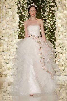 2015年のウェディングドレストレンド「フワフワスカート」Top #Wedding Dress Trends for 2015 - Frothy, Light-As-Air Skirts
