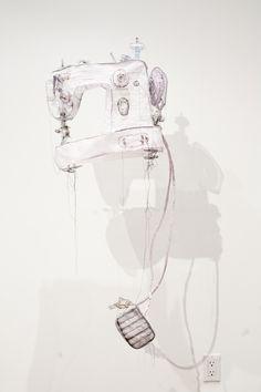 jannick deslauriers  Machine à coudre -crinoline, dentelle, organza et fils