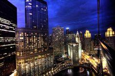 В Чикаго местные жители увидели на башне инопланетянина http://actualnews.org/politika/v_mire/187911-ochevidcy-zayavlyayut-o-figure-gumanoida-na-bashne-v-chikago.html  В Чикаго на башне обнаружили гуманоида. Правительство США обеспокоено данными сведениями потому, что несколько очевидцев заявляли об увиденной фигуре.