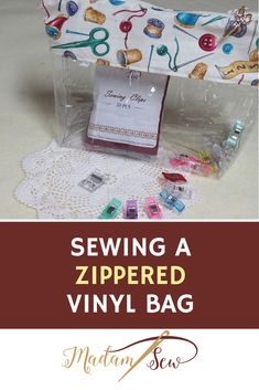 bags Check out the tutorial for this zippered bag with a cute sewing motif and a clear vinyl bottom Diy Pouch Bag, Diy Purse, Diy Pouches, Sewing Blogs, Sewing Tutorials, Sewing Crafts, Sewing Tips, Sewing Hacks, Diy Bags Tutorial