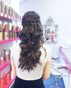 Obsessed with this crown braid and waves!