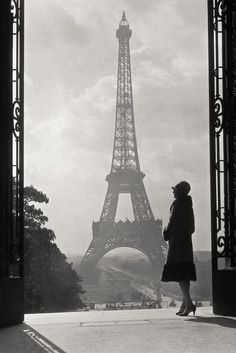 Unknown Photographer? - La Tour Eiffel. S)