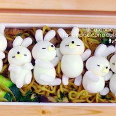 お昼寝うさちゃんと焼きそばのお弁当+by+サンデーさん+|+レシピブログ+-+料理ブログのレシピ満載! +・・・うずらにすっかりはまりそうです(笑)昨日、ウズラの卵5パックも買っちゃいました^^;しばらくうずらが続きます! + Cute Bento, Bento Recipes, Bento Box Lunch, Cute Food, Eggs, Diet, Vegetables, Cooking, Breakfast