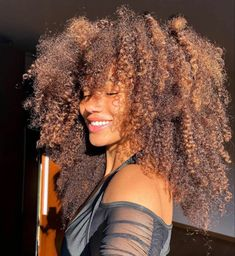 Frizzy Curls, Curly Hair Styles, Natural Hair Styles, Pelo Afro, Dye My Hair, 4c Hair, Types Of Curls, Hair Laid, Natural Curls