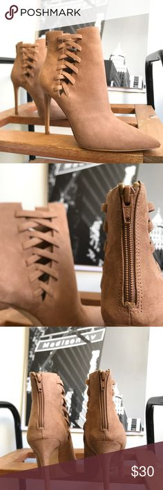 🙌🏾Brand New Aldo Ankle Boots #0178AO Brand new Aldo faux leather ankle booties with lace up details. #women #booties #anklebooties #boots #Aldo #size8 #brown #tan Aldo Shoes Ankle Boots & Booties