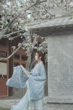 汉服私影醉是离人愁摄影:麻尤酱后期造型自… | 半次元-二次元爱好者社区 Chinese Traditional Costume, Traditional Fashion, Traditional Outfits, Asian Style, Chinese Style, Geisha, Beautiful Chinese Women, Japan Girl, Hanfu