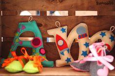 Bonicodeltó artesanía y fieltro, regalos bonitos, hecho a mano, Hand made, felt, letras de fieltro, iniciales divertidas