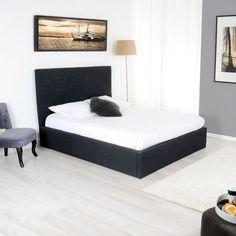 Optez pour un lit sobre aux lignes pures en tissu polyester, un lit coffre, très utile pour les rangements d'une belle capacité, avec un mécanisme manuel pour ouverture et fermeture du coffre, un sommier à lattes, alliez le côté pratique et esthétique.  Existe en 140x190 et 160x200 cm et un choix de couleurs: gris anthracite, lin, noir, taupe