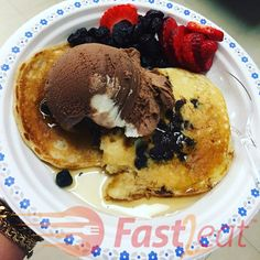 Whole Wheat Pancakes, Pancakes Easy, Whole Wheat Flour, I Love Food, Food Pictures, Healthy Eating, Healthy Recipes, Meals, Breakfast