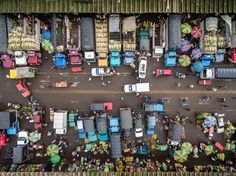 Marketplace Photo by Alex Visbal — National Geographic Your Shot