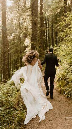 Wedding Picture Poses, Pre Wedding Photoshoot, Wedding Poses, Wedding Shoot, Wedding Decor, Wedding Ideas, Elope Wedding, Elopement Wedding, Destination Wedding