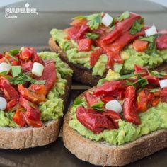 Bruschete cu avocado si ardei copti - Madeline's Cuisine