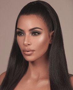 Kim Kardashian shares new images from makeup collaboration with Kylie Jenner Kourtney Kardashian, Estilo Kardashian, Robert Kardashian, Kardashian Kollection, Kim Kardashian Wedding, Kardashian Style, Kardashian Jenner, Kim Kardashian Makeup Looks, Kim Kardashian Make Up