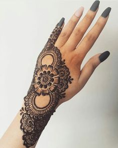 50 Most beautiful Bangalore Mehndi Design (Bangalore Henna Design) that you can apply on your Beautiful Hands and Body in daily life. Henna Hand Designs, Dulhan Mehndi Designs, Mehandi Designs, Henna Tattoo Designs Simple, Simple Arabic Mehndi Designs, Mehndi Designs For Girls, Mehndi Designs For Beginners, Modern Mehndi Designs, Wedding Mehndi Designs