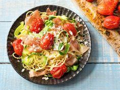 Spaghetti met Serranoham en courgettelinten uit de oven