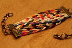 Pulseras con trenzas de hilo hechas a mano http://ofeliafeliz.com.ar