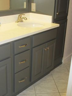 Designed by our friends at Competition Kitchens & Baths, this vanity features Showplace maple Graphite. Thanks for making us look GREAT in New York!  Learn more about Competition Kitchens & Baths: http://competitionkitchens.com/ Learn more about Showplace Wood Products: http://www.showplacewood.com/