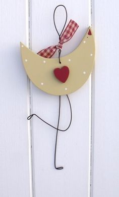 love bird cute shabby chic country prim style kitchen or home decoration to make from wood and wire for your loved one on valentines day get crafty and show your love Bird Crafts, Wooden Crafts, Easter Crafts, Diy And Crafts, Christmas Crafts, Arts And Crafts, Christmas Ornaments, Deco Champetre, Chickens And Roosters