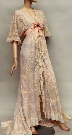 An early 1900s silk and lace negligee. Swoon!