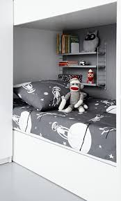 Boy room design guide, An excellent interior decorating tip would be to avoid leaving large open wall space at home. This adds interest for the room more interesting to think about and interesting. Grey Boys Rooms, Kids Rooms, Childrens Bed Linen, String Regal, 300 Piece Puzzles, Bed Linen Sets, Kid Spaces, Kid Beds, Room Colors