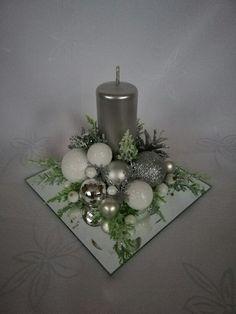 Christmas Candle Decorations, Christmas Flower Arrangements, Christmas Flowers, Christmas Candles, Christmas Diy, Christmas Wreaths, Christmas Ornament Crafts, Christmas Floral Designs, White Flower Arrangements