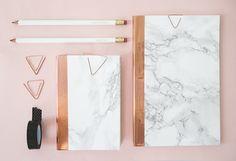 DIY marble ★ Epinglé par le site de fournitures de loisirs créatifs Do It Yourself https://la-petite-epicerie.fr/fr/125-fournitures-et-outils ★ and_copper_stationery