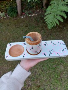 Pottery Painting Designs, Paint Designs, Diy Clay, Clay Crafts, Wooden Spoon Crafts, Insomnia, Diy Videos, Painting On Wood, Collage Art