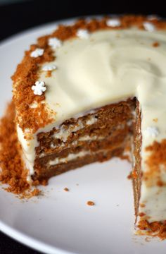 Carrot cake with xmas twist Yummy Drinks, Delicious Desserts, Yummy Food, Christmas Deserts, Christmas Baking, Baking Recipes, Cake Recipes, Dessert Recipes, Sweet And Salty