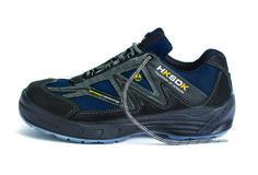 R8 anno 2014 som, ud over at have alle de velkendte HKSDK-kvaliteter, også har en effektiv ventilerende effekt. Faktisk er denne model så luftig, at man tydeligt kan mærke luften gennem skoene ved udendørs brug. En meget sporty sko, som hverken ser ud, eller føles som en sikkerhedssko.