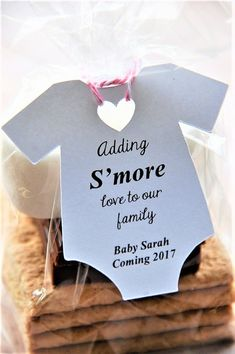 10 tags ~ Adding S'more love to our family Baby Shower Party Favor Gift Tags ~ Winter ~ New Addition - Weihnachten 🎄 🎅 Fiesta Baby Shower, Baby Shower Party Favors, Baby Shower Fun, Baby Shower Gender Reveal, Baby Shower Parties, Baby Showers, Unique Baby Shower Favors, Baby Shower Twins, Baby Shower Gifts For Guests