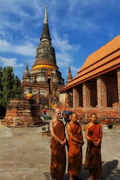Monks in front of Ayyuthaya Temple
