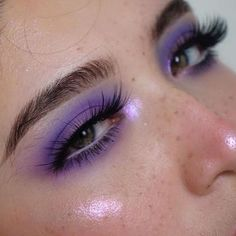 40 Fancy Makeup Tips Ideas To Look Cute Any Event - FASHIONFULLFIT Getting some general make up tips for different occasions is a great idea since you don't want to wear the … Fancy Makeup, Eye Makeup Art, Cute Makeup, Skin Makeup, Eyeshadow Makeup, Contour Makeup, Eyeshadows, Red Makeup, Awesome Makeup