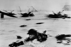 Capa: FRANCE. Normandy. June 6th, 1944. US troops assault Omaha Beach during the D-Day landings.    Magnum Photos