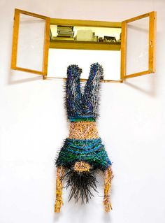 Miami-based Colombian artist Federico Uribe creates incredible detailed sculptures using only wooden colored pencils...