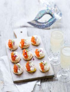 Canapés with Caviar Recipe Caviar Recipes, Tapas Party, Gluten Free Recipes, Free Food, Panna Cotta, Food And Drink, Appetizers, Cooking Recipes, Sweets