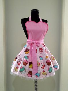 This cute apron,cupcake printed cotton polyester blend, pink cotton fabric was used. Sizing: Length from bodice to hemline: ( Bodice: - , waistband: - , hemline: - ) Waistband: - Neck Ties: - 30 C. Gentle washing should Knitted Baby Cardigan, Knitted Hats, Cute Aprons, Denim Crafts, Sewing Aprons, Apron Designs, Knit Fashion, Clothing Patterns, Clothes