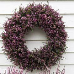 Inspirasjon – Min Oase Diy Wreath, Outdoor Gardens, Christmas Wreaths, Holiday Decor, Home Decor, Cottage, Do Crafts, Crown Flower, Decoration Home