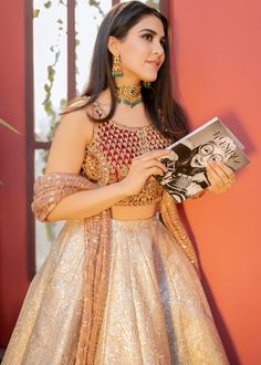 Love her blouse Indian Gowns Dresses, Indian Fashion Dresses, Dress Indian Style, Indian Designer Outfits, Indian Wear, Designer Dresses, Fashion Outfits, Pakistani Wedding Outfits, Indian Bridal Outfits