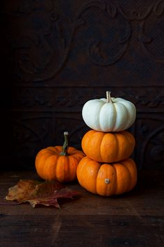 Fall Wallpaper, Halloween Wallpaper, Wallpaper Iphone Cute, Autumn Photography, Still Life Photography, Food Photography, Fall Pictures, Fall Pics, Green Pumpkin