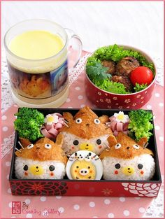 Awww, what a cute bento box with three kawaii bears in Totoro hats made by cooking gallery. more funny things find there: funny-internets. Kawaii Bento, Kawaii Cooking, Japanese Food Art, Japanese Meals, Japanese Candy, Rilakkuma, Bento Recipes, Bento Ideas, Bento Box Lunch