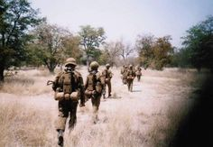 Patrols Military Art, Military History, Airborne Ranger, Parachute Regiment, Army Day, Defence Force, Mystery Of History, Paratrooper, South Africa