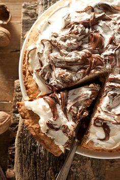Torta ricciolina con nutella meringhe e noci