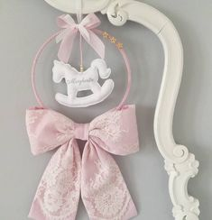 Baby Diy Projects, Baby Crafts, Girl Nursery, Girl Room, Diy Wreath, Wreaths, Earthy Home Decor, Carousel Party, Baby Mobile