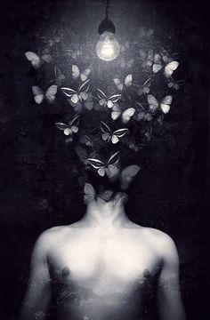 las mariposas que sentimos por ver a alguien invaten todo el cuerpo... al ver a esa persona .. se emocionan de tal forma que quisieran escapar