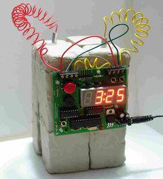 Опасное устройство или безобидные часы?