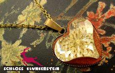 HERZ VON MUTTER NATUR Dill Blüten Herz Cabochon von Schloss Klunkerstein - Uhren, von Hand gefertigter Unikat - Schmuck aus Naturmaterialien, Medaillons, Steampunk -, Shabby - & Vintage - Schätze, sowie viele einzigartige und liebevolle Geschenke ... auf DaWanda.com