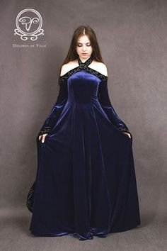 Medieval fantasy dress made from elastic polyester velvet. Medieval fantasy dress made from elastic polyester velvet. Embroidery I make by my hand. The dress is to order in di Medieval Gown, Medieval Costume, Medieval Fantasy, Medieval Fashion, Medieval Clothing, Pretty Dresses, Beautiful Dresses, Moda Steampunk, Fantasy Gowns