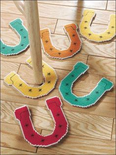 Plastic Canvas - Toy & Game Patterns Horseshoe set is sure to keep the kids entertained no matter what the weather's like outside. Plastic Canvas Christmas, Plastic Canvas Crafts, Plastic Canvas Patterns, Crafts To Make, Arts And Crafts, Diy Crafts, Creative Crafts, Creative Ideas, Horseshoe Game