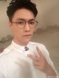 160920 Lay's Studio (张艺兴工作室) Weibo: EXO LAY